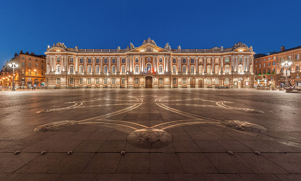1024px-Toulouse_Capitole_Night_Wikimedia_Commons